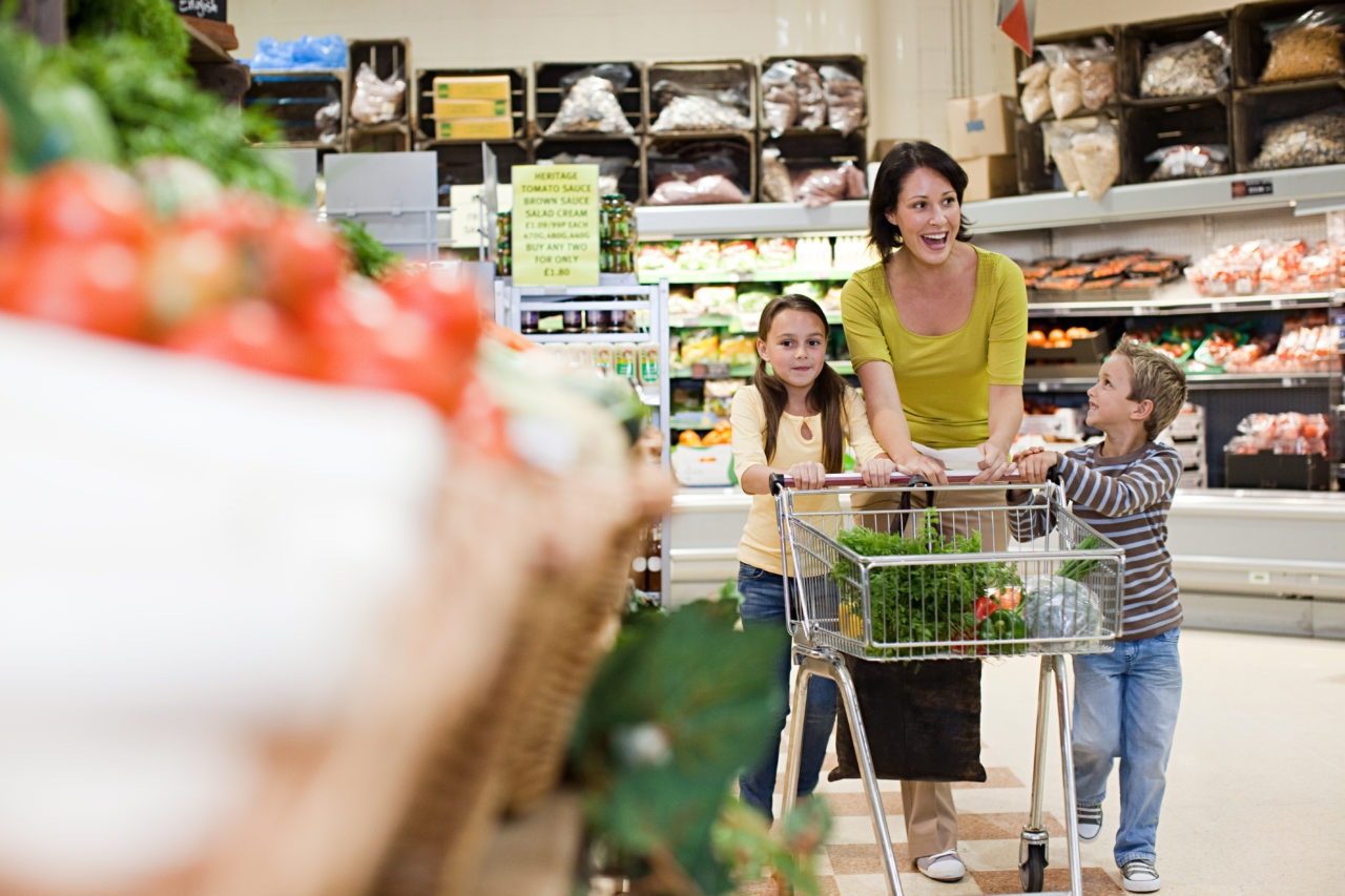 woman in theshopping at the grocery store with children